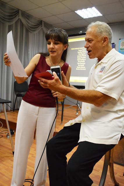 Джон Алперт с переводчиком Еленой Кравцовой.