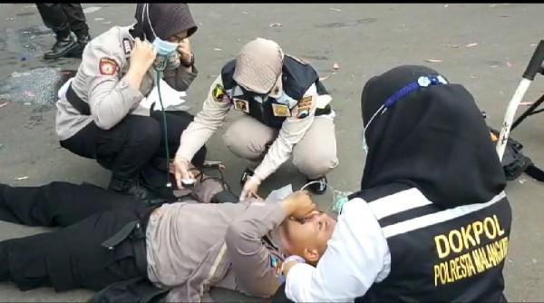 Amankan Massa Demo, Anggota Kepolisian Kehabisan Nafas
