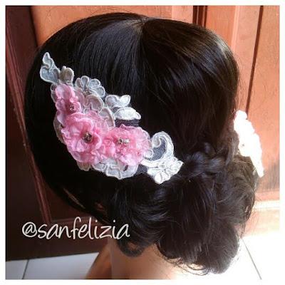Wedding headpiece brokat dengan bunga timbul dan kristal