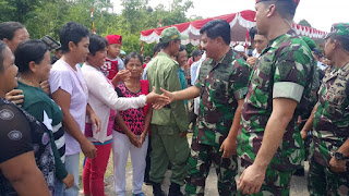 Panglima TNI Jalin Silahturahmi Dengan Masyarakat Perbatasan di Entikong