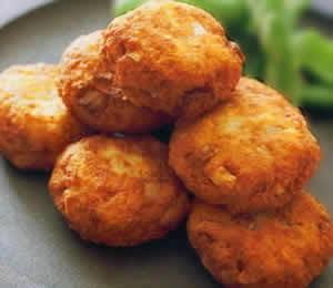 yuk cari tahu cara menciptakan perkedel tofu ini semoga anda sanggup memasak didapur rumah anda se Resep Perkedel Tahu Enak