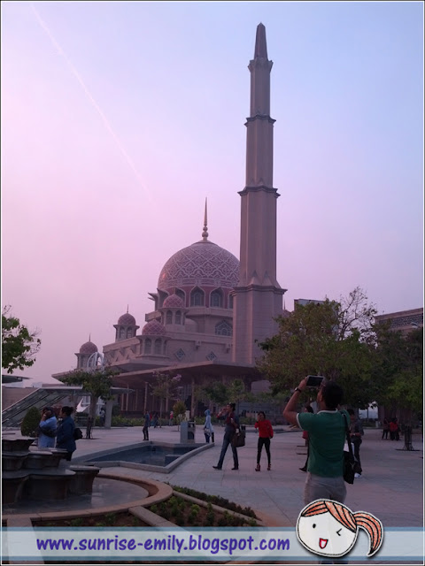 Wonderful City Sightseeing with Cruise Tasik Putrajaya