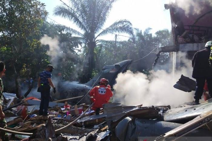 BREAKING NEWS: Pesawat Tempur TNI AU Jatuh Timpa Pemukiman Warga