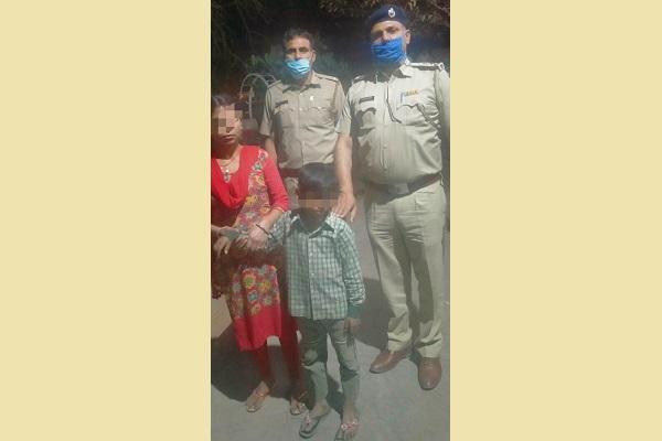 faridabad-police-chowki-find-missing-7-year-kid