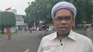 Dari Balik Pagar Istana, Ngabalin Sebut Pedemo Omnibus Law 'Sampah Demokrasi'