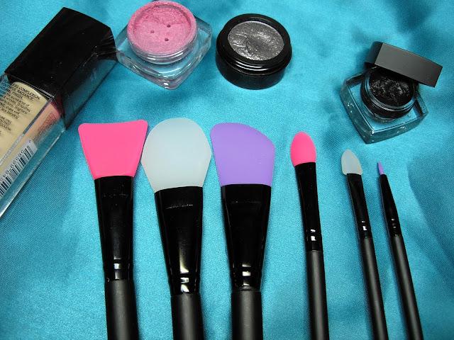 J'ai testé les «pinceaux» à maquillage en silicone