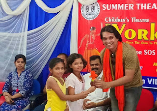 actor-amiy-kashyap-take-class-to-children
