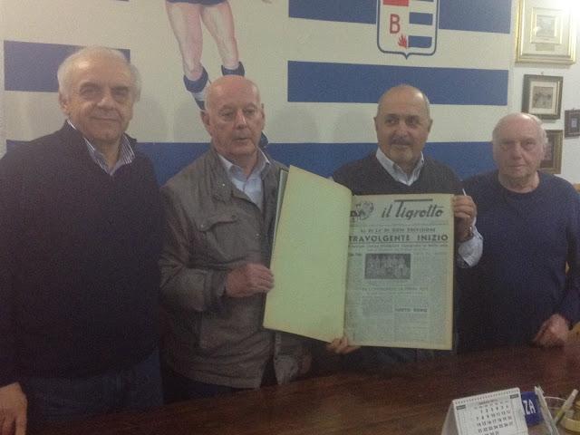 Giorgio Giacomelli consegna il prezioso dono al presidente Centenaro