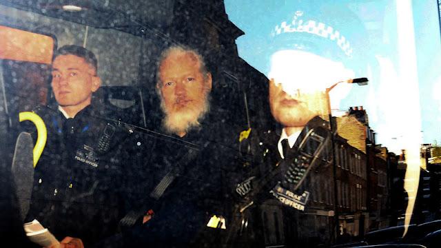 """WikiLeaks: """"Las autoridades de EE.UU. quieren acusar a Assange de espionaje, lo que supone pena de muerte"""""""