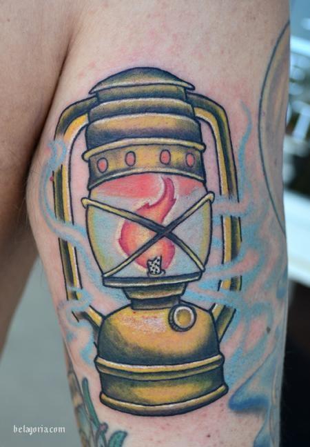 tatuaje de farol antiguo