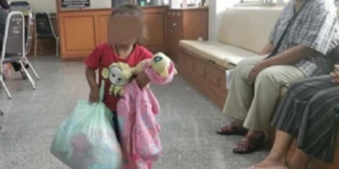 ocah Dua Tahun Ditinggal Ibunya Yang Ingin Hidup Dengan Suami Barunya (Foto: World Of Buzz)