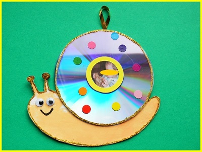 snail wall hanging wall decoration handifract for home decoration out of waste cd, recycle cd ideas