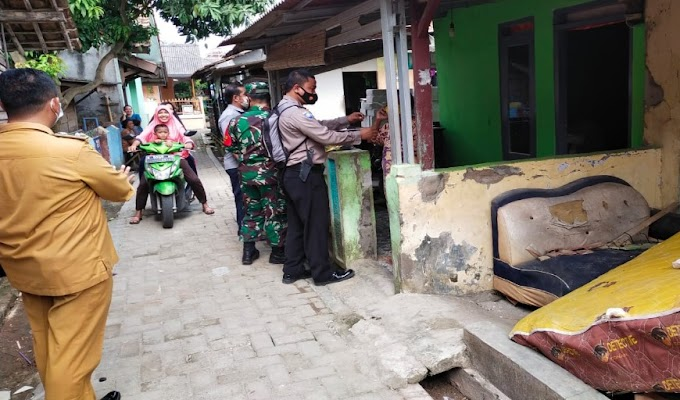 Cegah Covid-19, Anggota Polsek Serang dan Babinsa Bagikan Masker kepada Masyarakat