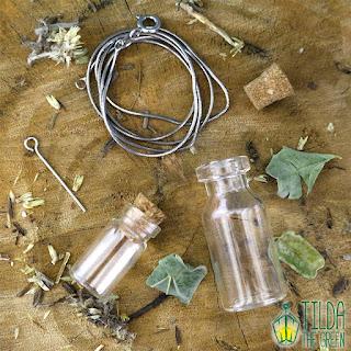 Renata S Tourinho Tilda the Green amuleto ervas