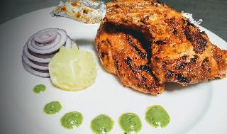 Restaurant style Tandoori chicken recipe served with green chutney, lemon wedges and onion slices