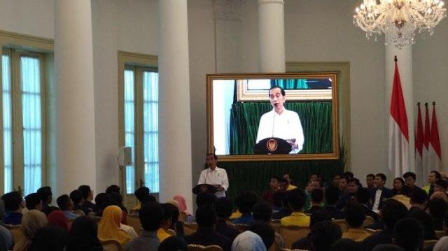 Jokowi ke Mahasiswa: Didemo Dong! Demo Mendukung Gitu