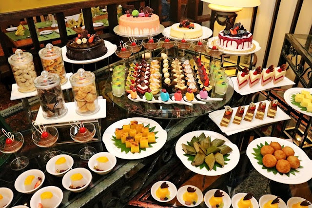 Varieties of Western and Malaysian dessert