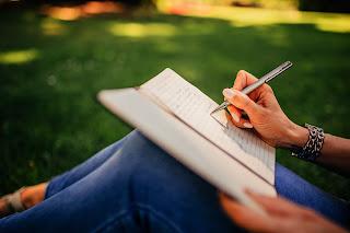 Cara Menulis buku antologi agar mudah diterbitkan