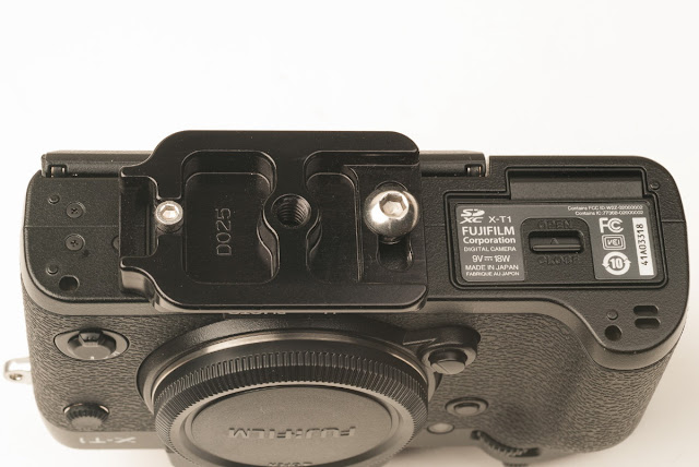 Hejnar PHOTO D025 QR plate on Fuji X-T1 -bottom view