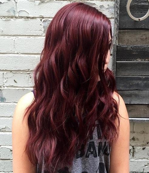 ¿Listo para enfriar los tonos escarlatas y la cabeza de un tono violeta más suave? Incluso insinuando hacia un poco de plata, este color es invierno dejar a