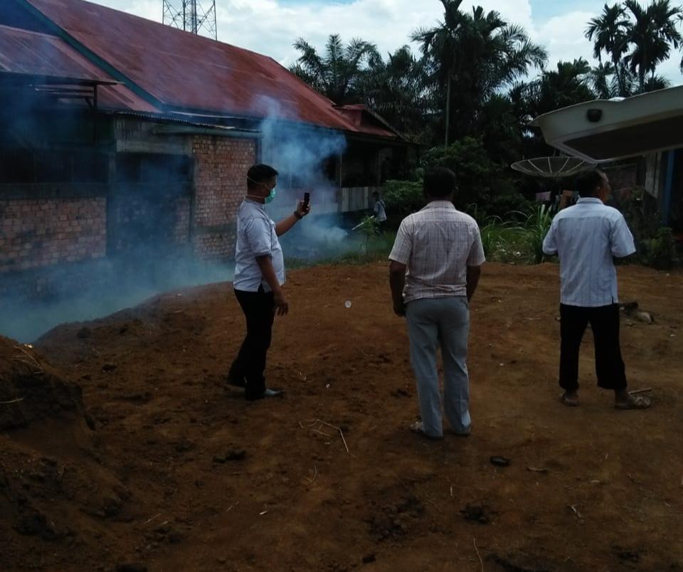 Lingkup Perkantoran Kecamatan Sabak Barat Difogging