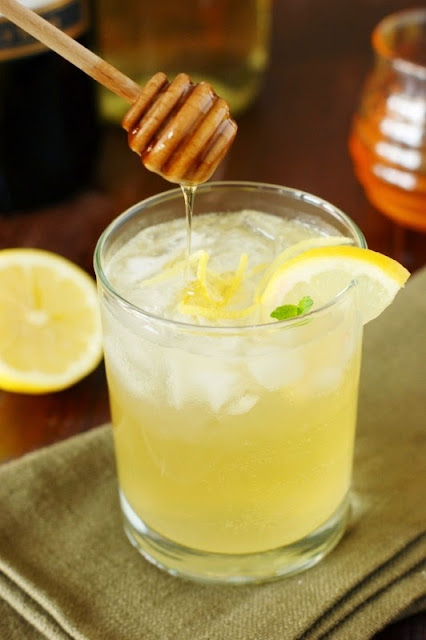 Moscato Bee's Knees Wine Cocktail