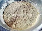 Mini pizza preparare reteta blat - aluatul crescut