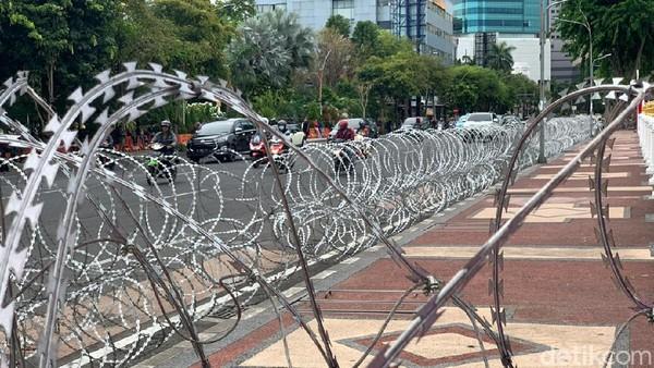 Ribuan Buruh Jatim Kembali Turun ke Jalan Tolak Omnibus Law di Surabaya