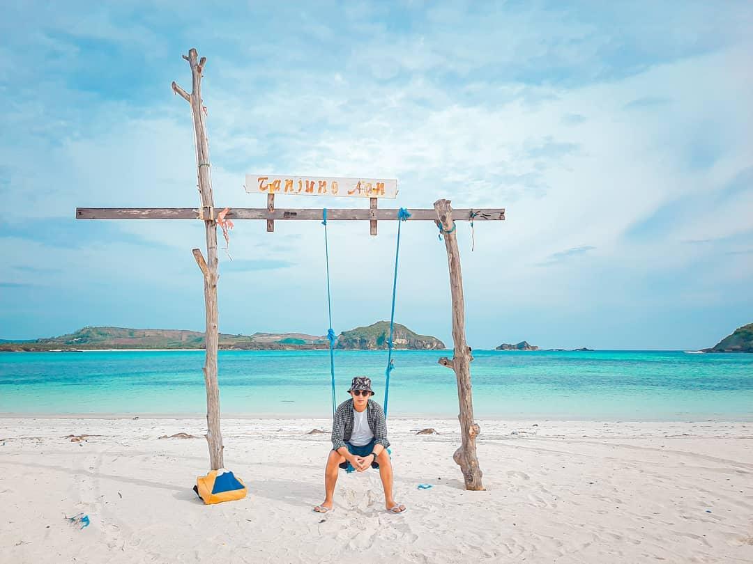 Ayunan pantai tanjung aan Lombok