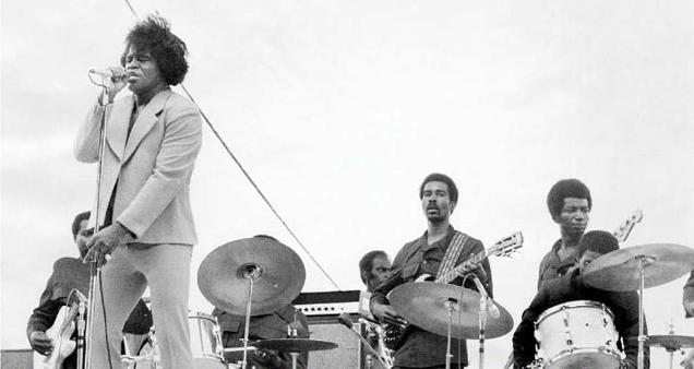 James Brown con su banda en 1971.
