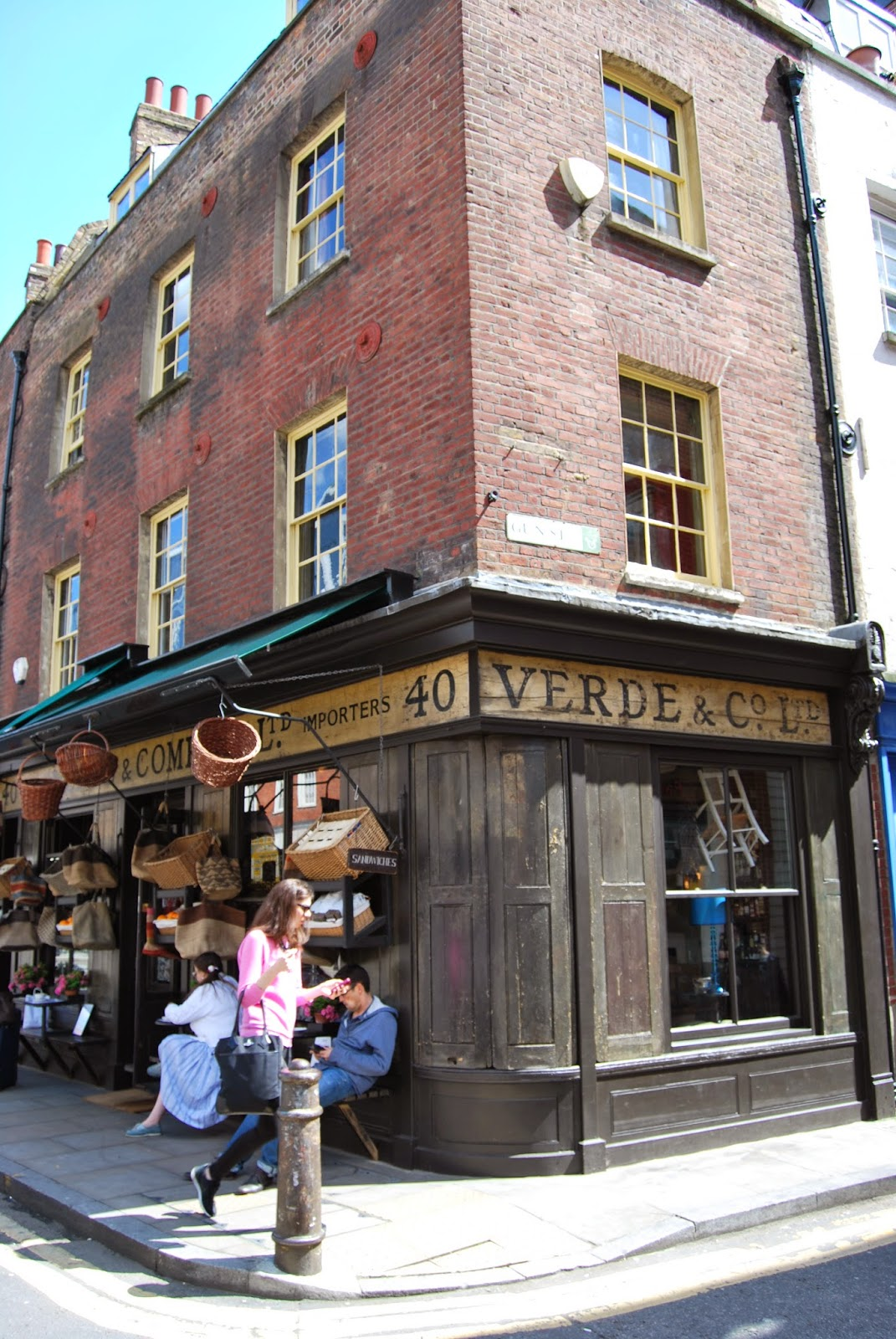 Spitalfields London: Spitalfields Market, Modern Architecture And A Monument In
