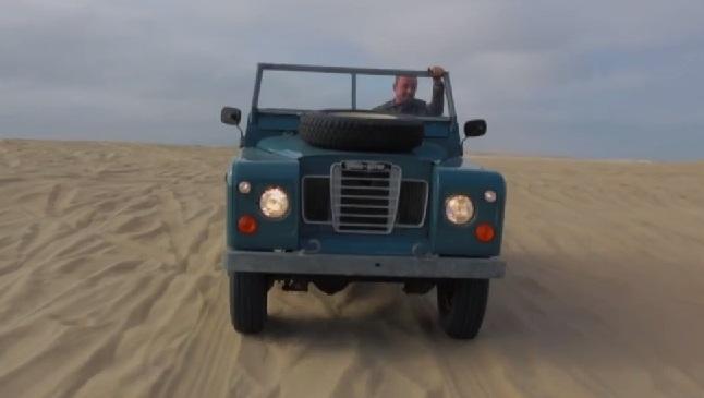 equipado para la aventura: petrolicious nos muestra un land rover