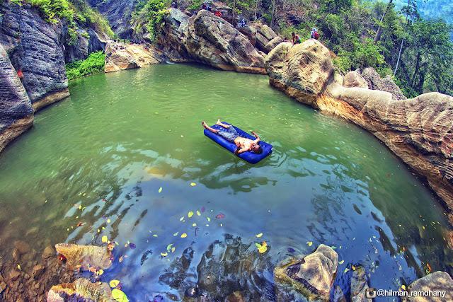Melihat keasriam alam sanghyang heuleut sebagai tempat wisata di bandung