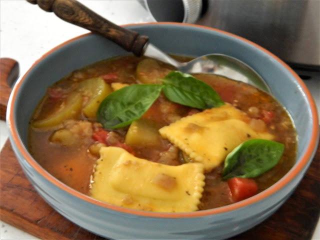 Supa Ratatouille cu ravioli  cu  branza la Crock-Pot