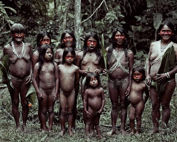 Bộ tộc Huaorani che tờ chim bằng lá cây 5
