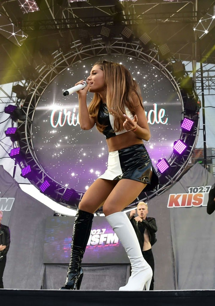 Top 2014 Fall 2015 Winter Fashion Trends: Ariana Grande Performs In A Cropped Top And Mini Skirt At