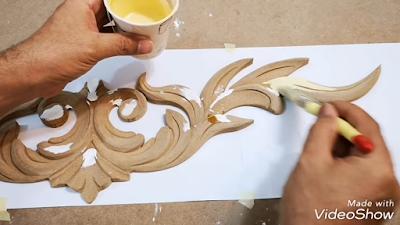 دهان وحدة خشبية بدهان بلاستيك مط بواسطة فرشاة