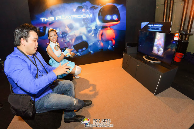 "Media friend trying out the new PlayStation 4 ""THE PLAYROOM"" together with the model"