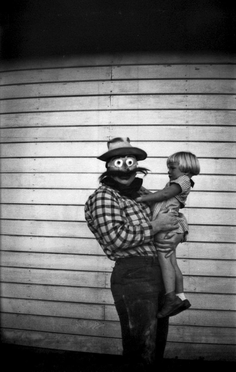 22 Haunting Vintage Halloween Photographs Before the 1950s  vintage everyday