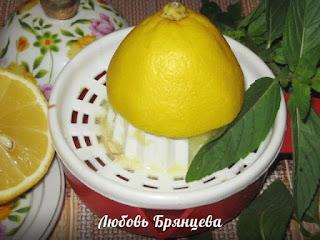 давим сок из лимона