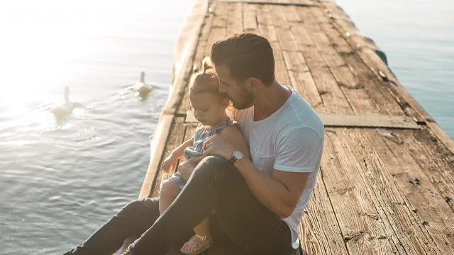 Ο πολύτιμος ρόλος του πατέρα στην ανατροφή του παιδιού
