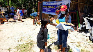 Aksi Relawan Mandiri Himpunan Alumni IPB Salurkan 0,72 Ton Beras untuk Penyintas Bencama Kupang