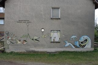 Ein sehenswertes Graffiti am ehemaligen Betriebsferienheim.