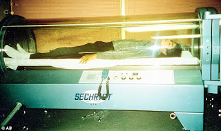 Michael Jackson sleeping in an oxygen chamber