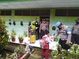 Polsek Maiwa Polres Enrekang Pantau Prokes sekolah tatap muka yang ada di Kecamatan Maiwa
