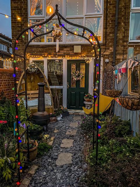 Magical small garden ideas, mandy charlton, photographer, writer, blogger, gardening, small urban spaces