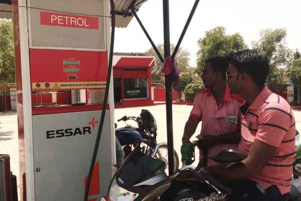 no-petrol-to-people-not-wearing helmets-in-lucknow-in-yogi-raaj
