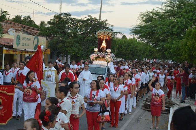 FOTOS: Procissão de encerramento da Festa do Sagrado Coração de Jesus