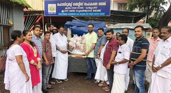 News, Kerala, MP, kanjangad, hosdurg, rajmohan unnithan, Helps to MP's Flood Relief Collection Centre