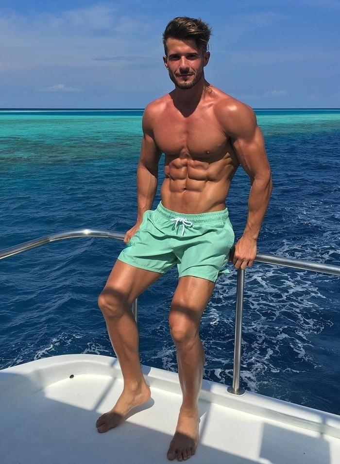 sexy-shirtless-daddy-antonio-pozo-ripped-sixpack-abs-hunk
